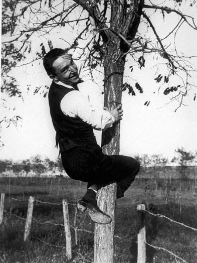 depero-fortunato-autoritratto-su-un-albero-allacqua-acetosa-1915.jpg